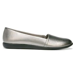 LIKE NEW!!! DR. SCHOLL'S Pewter Ballet Flat!